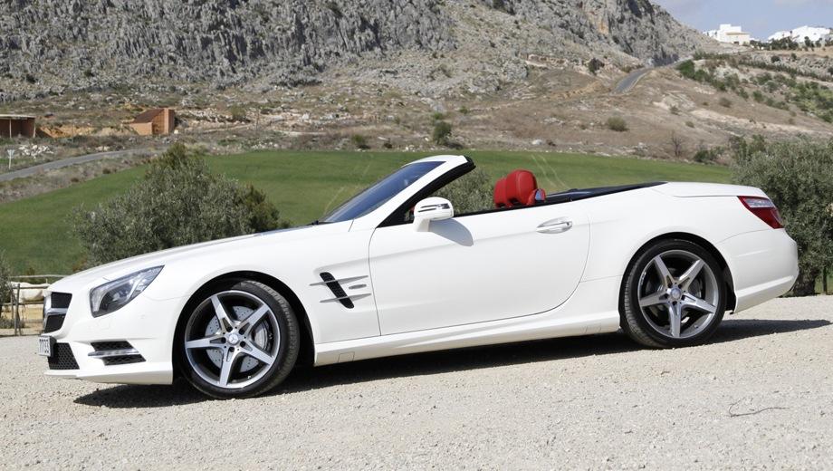 Mercedes-Benz SL. Выпускается с 2012 года. Две базовые комплектации. Цены от 6 600 000 до 8 100 000 руб.Двигатель от 3.0 до 4.7, бензиновый. Привод задний. КПП: автоматическая.