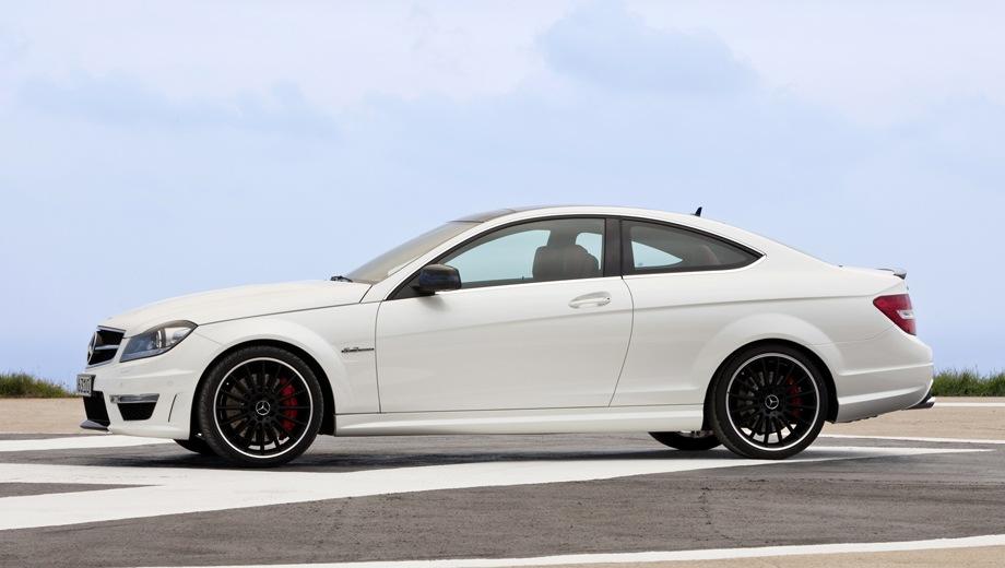 Mercedes-Benz C 63 AMG Coupe (2011). Выпускается с 2011 года. Одна базовая комплектация. Цена 3 870 000 руб.Двигатель 6.2, бензиновый. Привод задний. КПП: автоматическая.