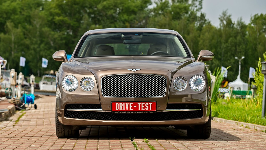 Bentley Flying Spur. Выпускается с 2005 года. Четыре базовые комплектации. Цены от 11 900 000 до 14 200 000 руб.Двигатель от 4.0 до 6.0, бензиновый. Привод полный. КПП: автоматическая.