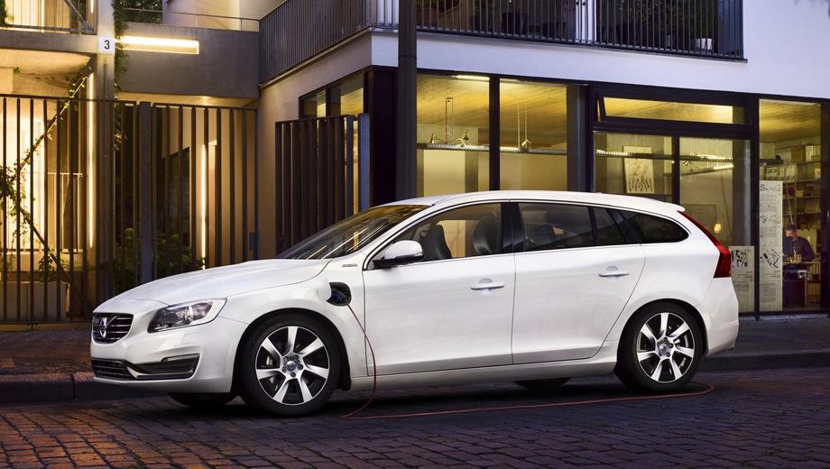 Volvo V60. Выпускается с 2010 года. Одна базовая комплектация. Цена 3 925 810 руб.Двигатель 2.4, гибридный. Привод полный. КПП: автоматическая.