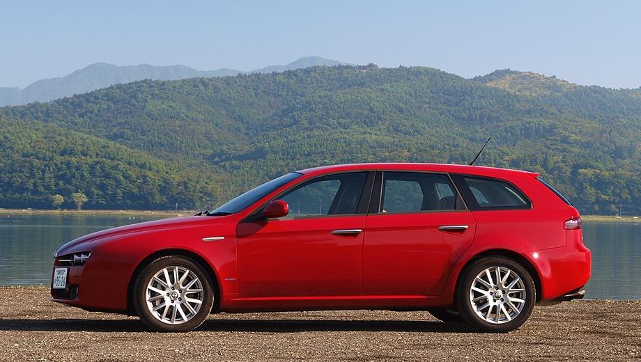 Alfa Romeo 159 Sportwagon. Выпускается с 2005 года. Две базовые комплектации. Цены от 1 185 000 до 1 500 000 руб.Двигатель от 1.8 до 2.2, бензиновый. Привод передний. КПП: механическая и роботизированная.