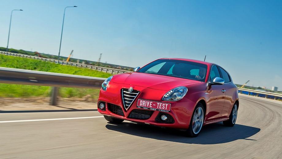 Alfa Romeo Giulietta. Выпускается с 2010 года. Три базовые комплектации. Цены от 1 175 000 до 1 529 000 руб.Двигатель 1.4, бензиновый. Привод передний. КПП: механическая и роботизированная.