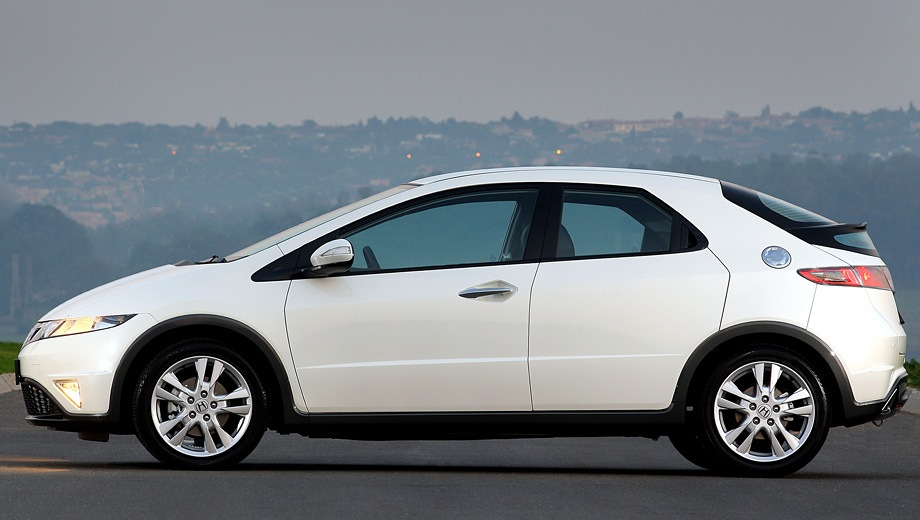 Honda Civic 5D R-Series. Выпускается с 2006 года. Четыре базовые комплектации. Цены от 849 000 до 969 000 руб.Двигатель 1.8, бензиновый. Привод передний. КПП: механическая и автоматическая.