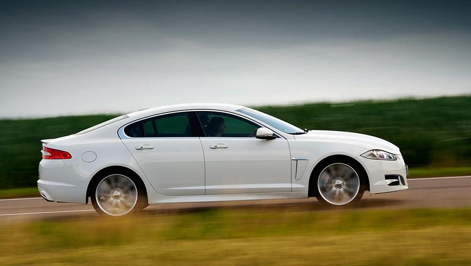 Jaguar XF (2008). Выпускается с 2008 года. Одиннадцать базовых комплектаций. Цены от 2 394 000 до 3 935 000 руб.Двигатель от 2.0 до 3.0, бензиновый и дизельный. Привод задний и полный. КПП: автоматическая.