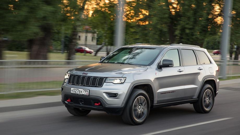 Jeep Grand Cherokee. Выпускается с 2010 года. Четыре базовые комплектации. Цены от 3 229 000 до 4 265 000 руб.Двигатель от 3.0 до 3.6, бензиновый. Привод полный. КПП: автоматическая.