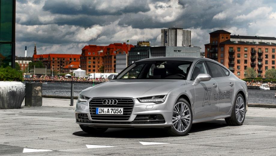 Audi A7 Sportback (2010). Выпускается с 2010 года. Восемь базовых комплектаций. Цены от 3 760 000 до 4 712 000 руб.Двигатель от 2.0 до 3.0, бензиновый. Привод полный. КПП: роботизированная.