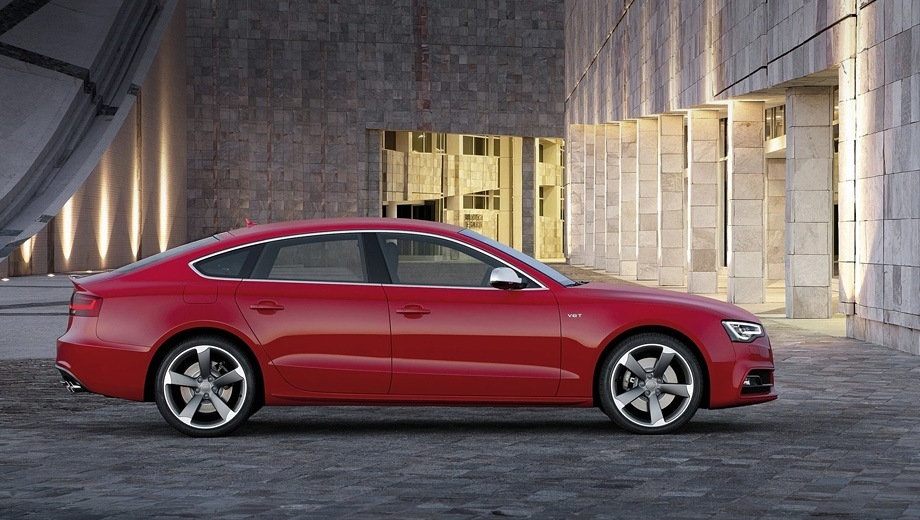 Audi S5 Sportback (2011). Выпускается с 2011 года. Одна базовая комплектация. Цена 3 880 000 руб.Двигатель 3.0, бензиновый. Привод полный. КПП: роботизированная.