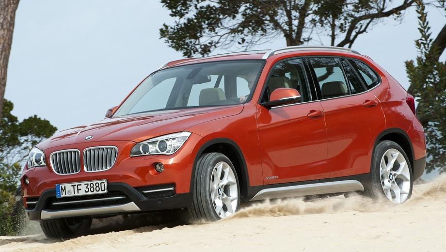 BMW X1 (2009). Выпускается с 2009 года. Семь базовых комплектаций. Цены от 1 810 000 до 2 210 000 руб.Двигатель 2.0, бензиновый и дизельный. Привод задний и полный. КПП: автоматическая и механическая.