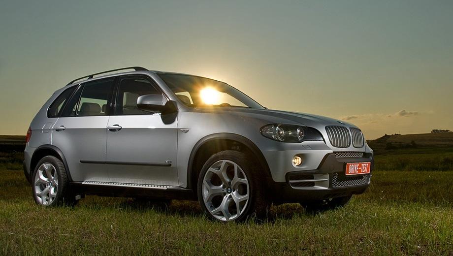 BMW X5 (2007). Выпускается с 2007 года. Девять базовых комплектаций. Цены от 2 919 000 до 4 200 000 руб.Двигатель от 3.0 до 4.4, бензиновый и дизельный. Привод полный. КПП: автоматическая.