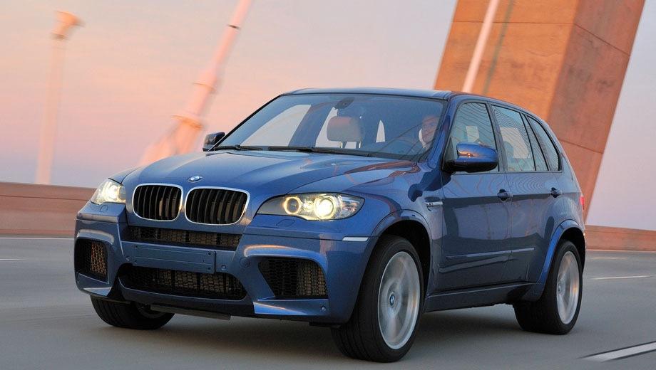 BMW X5 M (2009). Выпускается с 2009 года. Одна базовая комплектация. Цена 5 325 000 руб.Двигатель 4.4, бензиновый. Привод полный. КПП: автоматическая.