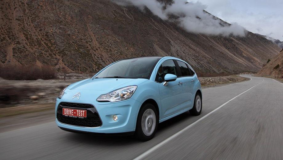 Citroen C3. Выпускается с 2009 года. Семь базовых комплектаций. Цены от 595 000 до 698 500 руб.Двигатель от 1.4 до 1.6, бензиновый. Привод передний. КПП: механическая, роботизированная и автоматическая.