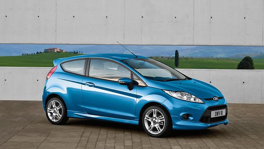 Ford Fiesta 3D. Выпускается с 2008 года. Пять базовых комплектаций. Цены от 590 000 до 728 500 руб.Двигатель от 1.4 до 1.6, бензиновый. Привод передний. КПП: механическая и автоматическая.