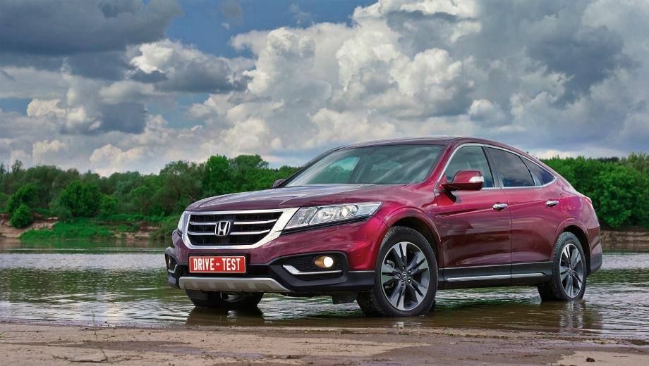 Honda Crosstour. Выпускается с 2010 года. Одна базовая комплектация. Цена 1 799 000 руб.Двигатель 2.4, бензиновый. Привод передний. КПП: автоматическая.