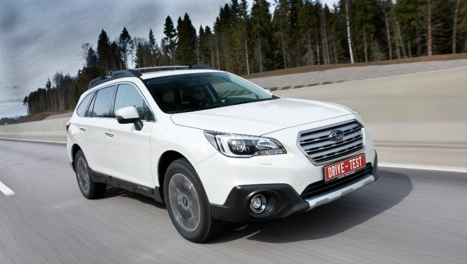 Subaru Outback (2015). Выпускается с 2015 года. Четыре базовые комплектации. Цены от 2 399 000 до 3 299 900 руб.Двигатель от 2.5 до 3.6, бензиновый. Привод полный. КПП: вариатор.