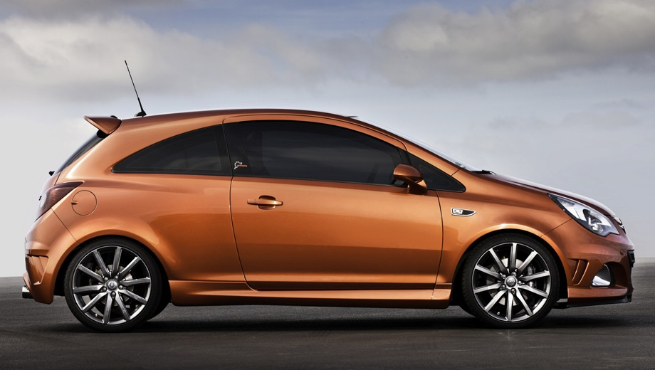 Opel Corsa OPC. Выпускается с 2006 года. Одна базовая комплектация. Марка официально не представлена на российском рынке.Двигатель 1.6, бензиновый. Привод передний. КПП: механическая.