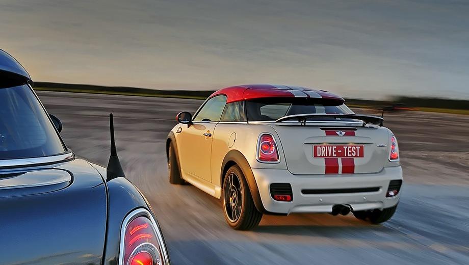 MINI Cooper Coupe. Выпускается с 2011 года. Восемь базовых комплектаций. Цены от 880 000 до 1 077 800 руб.Двигатель 1.6, бензиновый. Привод передний. КПП: механическая.