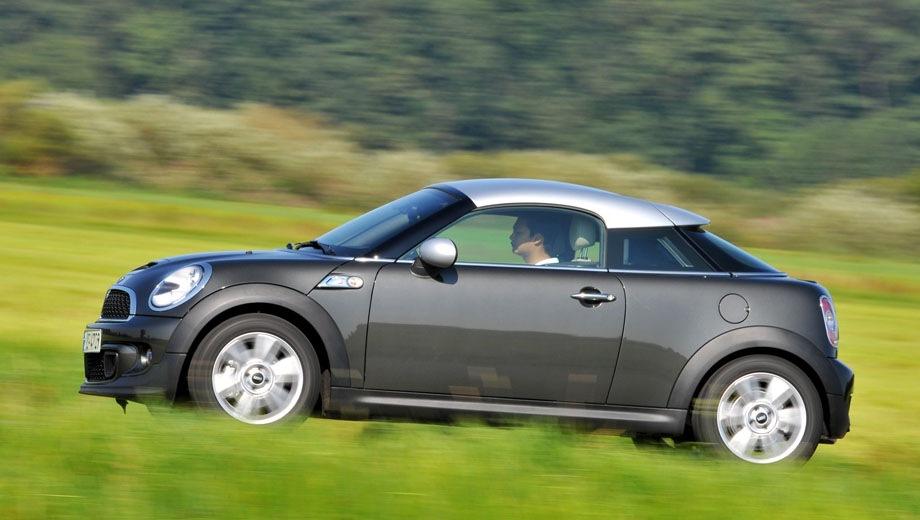 MINI Cooper S Coupe. Выпускается с 2011 года. Четыре базовые комплектации. Цены от 1 359 000 до 1 561 000 руб.Двигатель 1.6, бензиновый. Привод передний. КПП: механическая.