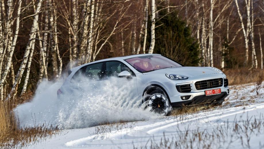 Porsche Cayenne (2010). Выпускается с 2010 года. Восемь базовых комплектаций. Цены от 4 830 000 до 12 057 000 руб.Двигатель от 3.0 до 4.8, бензиновый и дизельный. Привод полный. КПП: автоматическая.