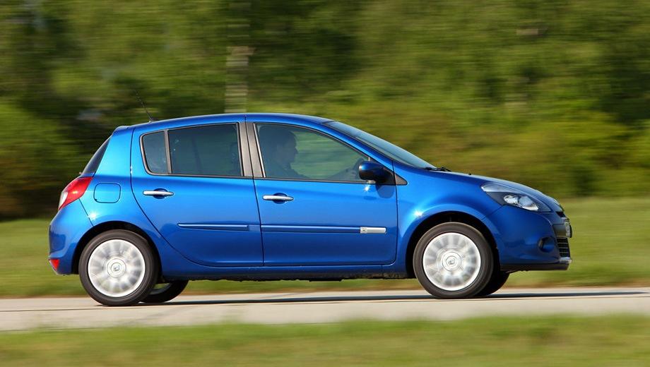 Renault Clio 5D. Выпускается с 2005 года. Две базовые комплектации. Цены от 653 000 до 693 000 руб.Двигатель 1.6, бензиновый. Привод передний. КПП: механическая и автоматическая.