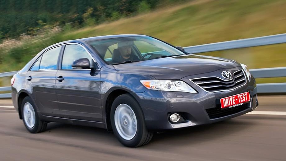 Toyota Camry (2006). Выпускается с 2006 года. Шесть базовых комплектаций. Цены от 949 000 до 1 360 000 руб.Двигатель от 2.4 до 3.5, бензиновый. Привод передний. КПП: механическая и автоматическая.