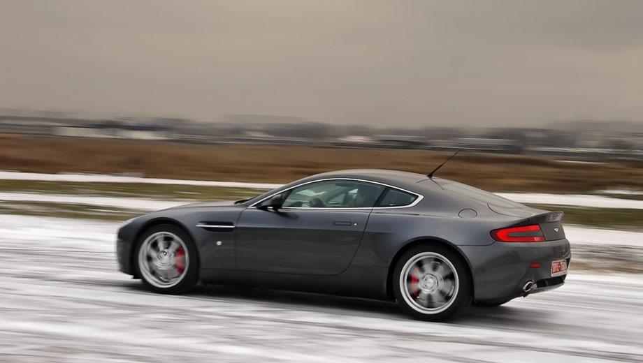 Aston Martin Vantage. Выпускается с 2005 года. Четыре базовые комплектации. Цены от 12 880 440 до 20 452 050 руб.Двигатель от 4.7 до 5.9, бензиновый. Привод задний. КПП: механическая и автоматическая.