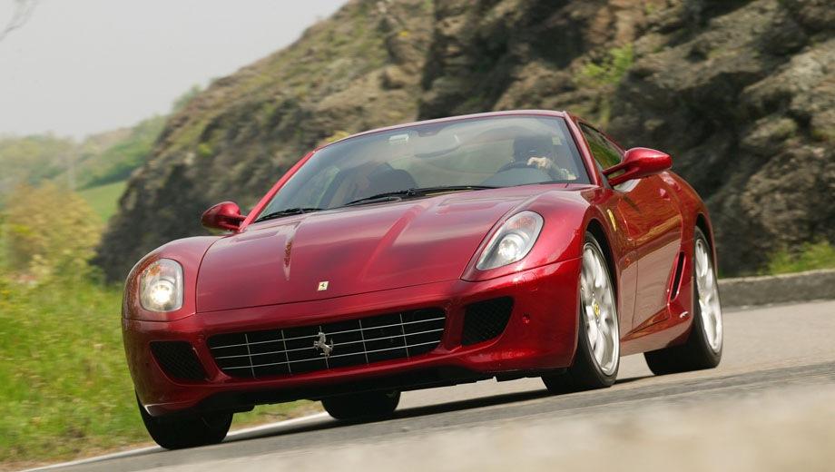 Ferrari 599. Выпускается с 2006 года. Одна базовая комплектация. Цена 31 330 800 руб.Двигатель 6.0, бензиновый. Привод задний. КПП: автоматическая.