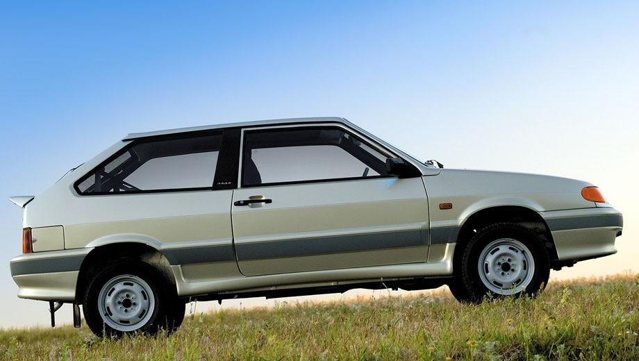 Lada Samara hatchback 3D. Выпускается с 2004 года. Две базовые комплектации. Цены от 260 900 до 265 900 руб.Двигатель 1.6, бензиновый. Привод передний. КПП: механическая.