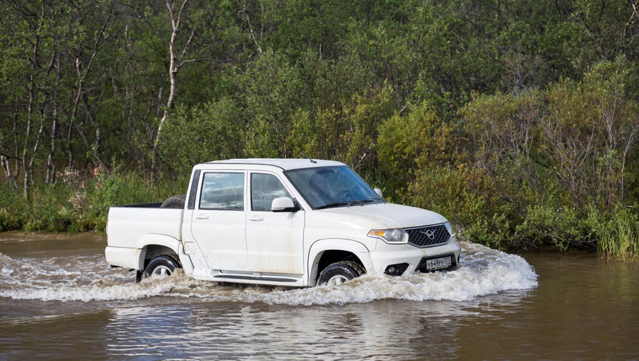 УАЗ Pickup. Выпускается с 2008 года. Пять базовых комплектаций. Цены от 793 000 до 1 165 000 руб.Двигатель 2.7, бензиновый. Привод полный. КПП: механическая.
