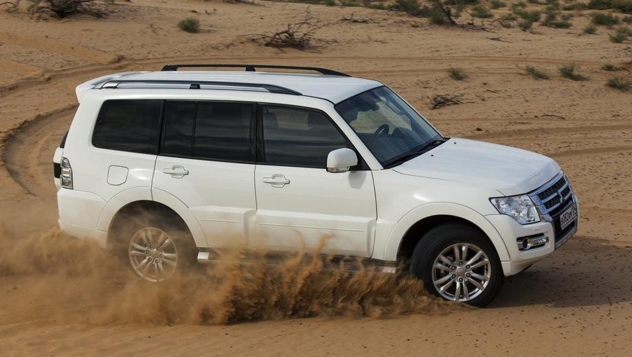 Mitsubishi Pajero IV 5d. Выпускается с 2006 года. Три базовые комплектации. Цены от 2 829 000 до 3 111 000 руб.Двигатель 3.0, бензиновый. Привод полный. КПП: автоматическая.